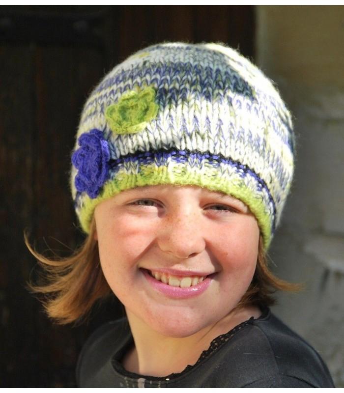 Bonnet en laine et fleurs au crochet - Accessoire de mode pour femme . 4617e8ba114