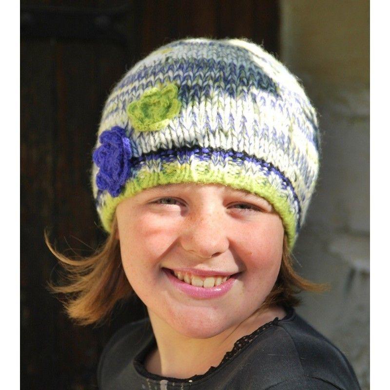 43745aa935 Bonnet en laine et fleurs au crochet - Accessoire de mode pour femme ...