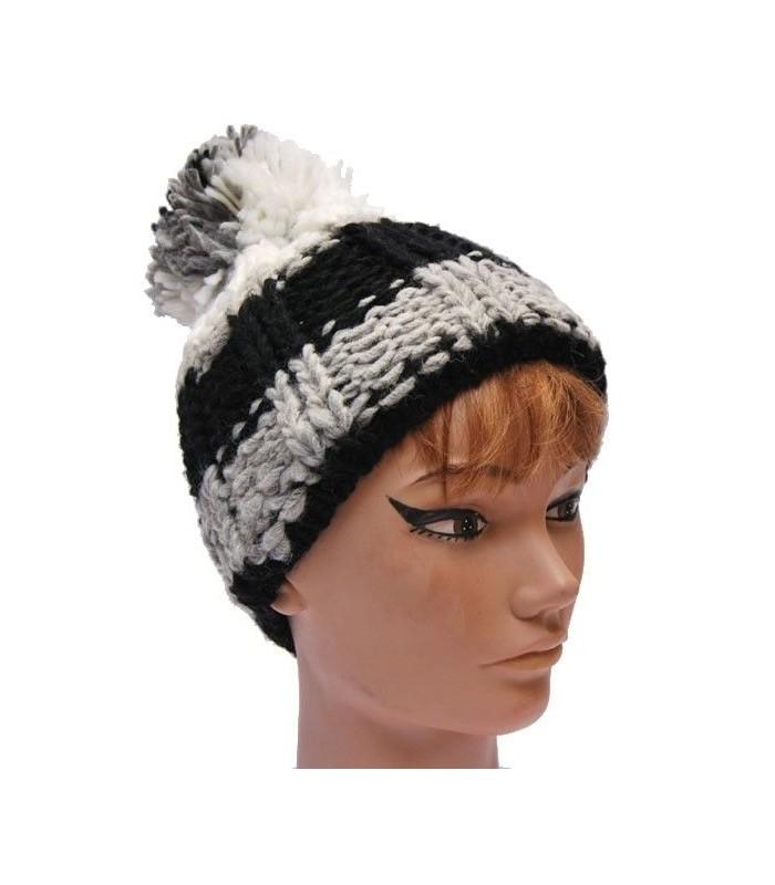 dc5df7757145 Gorro de lana con gran Pompom y costillas en la disponibilidad de stock,  inmediataAdvertencia: ¡Últimos artículos en inventario! Disponible el: