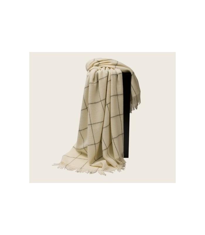 plaids gris et crus en pure laine vierge de scandinavie. Black Bedroom Furniture Sets. Home Design Ideas
