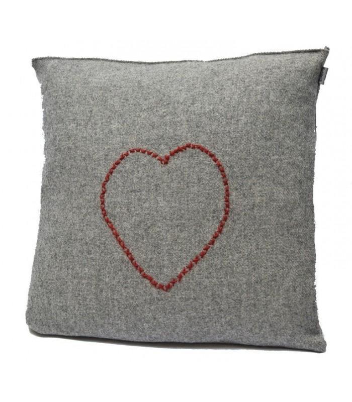 Cushion 100% Nordic wool heart 2