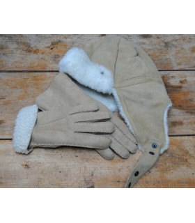 Set of aviator lambskin gloves and chapka beige