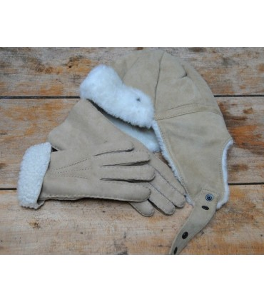 Set of aviator lambskin gloves and chapka