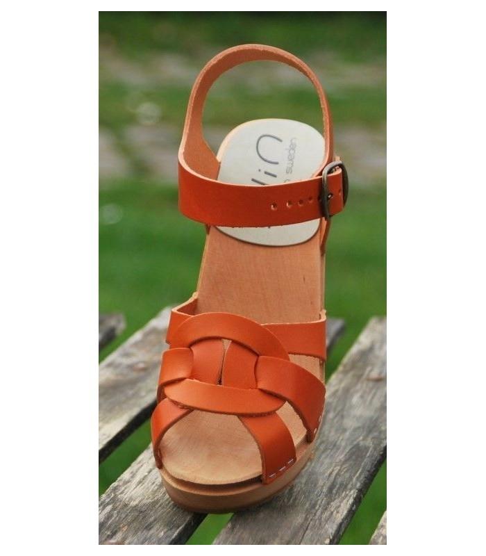 Sandales suédoises femme en cuir orange végétal et talon haut bois