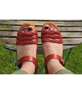 Sandales suédoises en bois et cuir 3 tresses rouge végétal