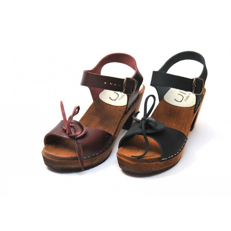 eb6c7baefc246 Sandales suédoises femme en bois à talons hauts et noeuds cuir noir. Loading  zoom