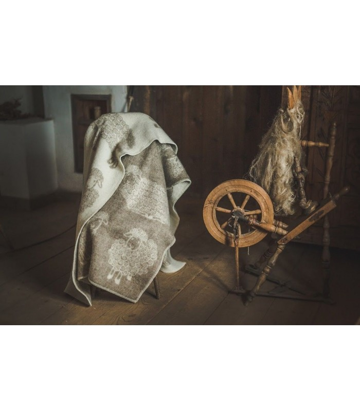 Throw in pure wool sheep pattern beige or gray