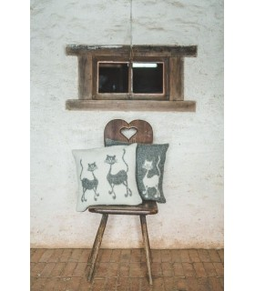 Nordic Cushion cover pure new wool dancing cat design