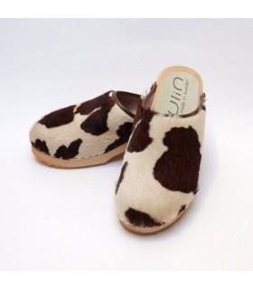 zuecos de madera y cuero de vaca genuino